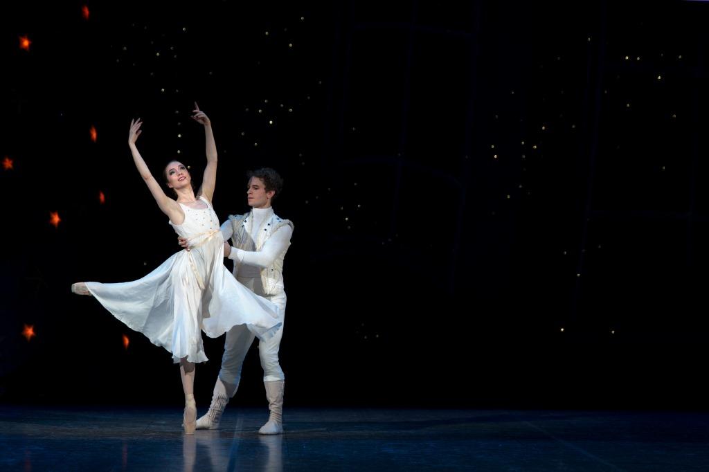 Nathalie Nordquist and Dmitry Zagrebin in the Royal Swedish Ballet's NutcrackerPhoto Hans Nilsson