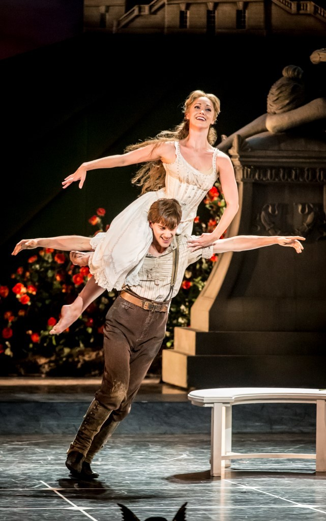 Dominic North (Leo) and Ashley Shaw (Aurora) in Matthew Bourne's Sleeping BeautyPhoto Johan Persson