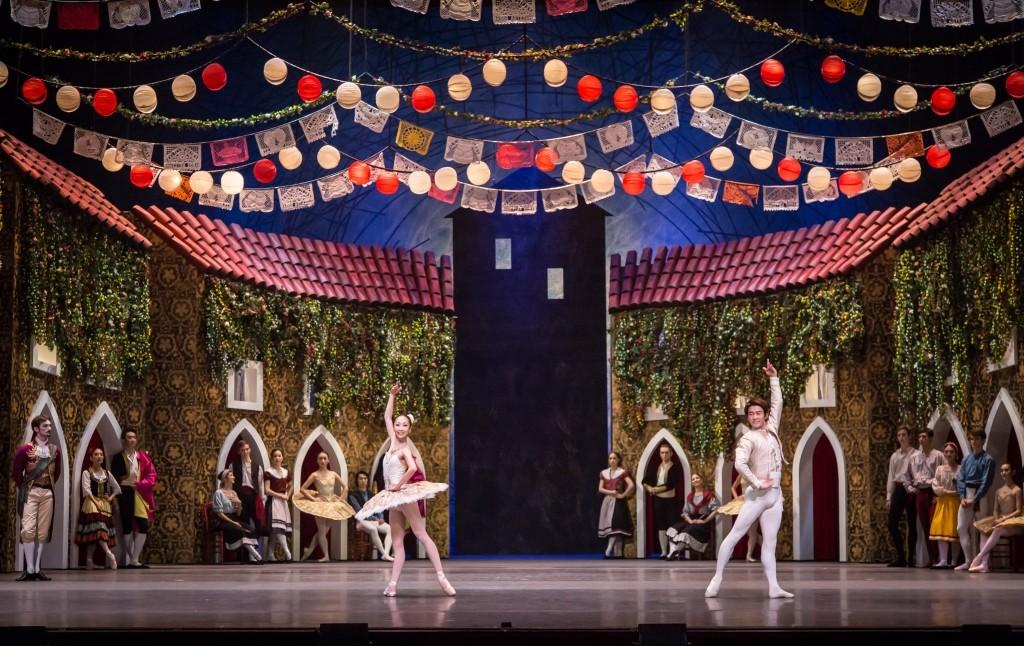 Chihiro Uchida and Kenya Nakamura with Singapore Dance Theatre in Don QuixotePhoto Bernie Ng