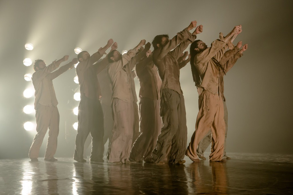 Hofesh Shechter Company in Political MotherPhoto Victor Frankowski