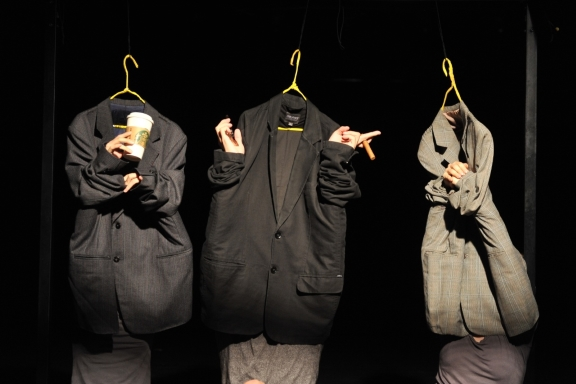 Sun Shier Dance Theatre in The Place, a Puppet, a Closet, a FantasyPhoto Lin Shou-Cheng