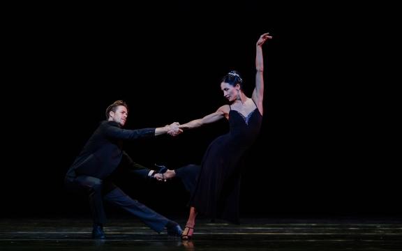 Anna Tsygankova and Matthew Golding in Sinatra Suite by Twyla TharpPhoto Altin Kaftira