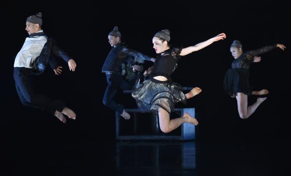 BloomPhoto Brian Slater/Phoenix Dance Theatre