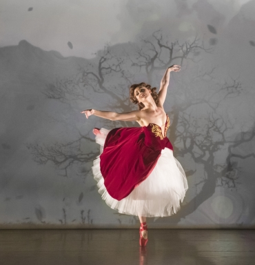 Ashley Shaw as Victoria Page in Matthew Bourne's The Red ShoesPhoto Johan Persson