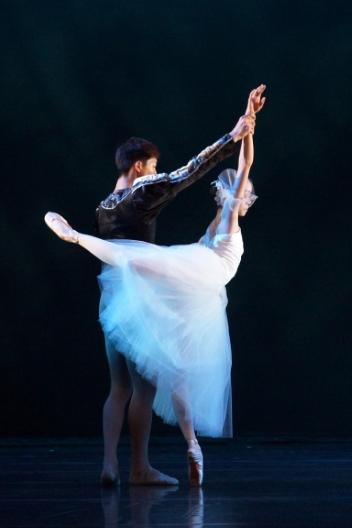 Huang Yu-mien as Giselle and Hu Yu-cheng as AlbrechtPhoto Zhang Xiao-xiong