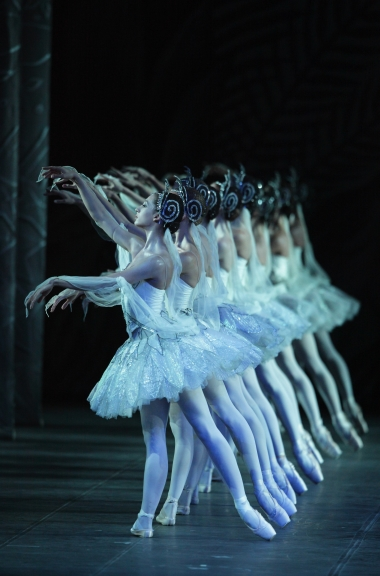 Bayerisches Staatsballett in La Bayadère Photo Wilfried Hösl