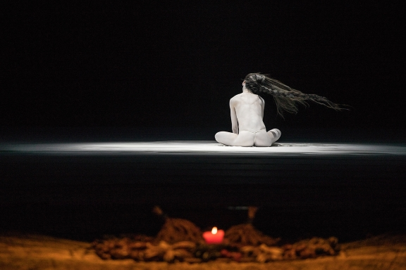Starkly beautiful pictures in The Eternal Tides by Legend Lin Dance Theatre