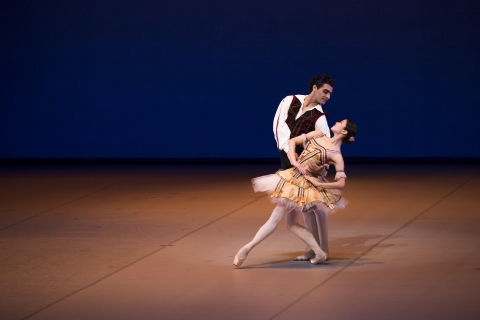 Madoka Sugai (Kitri) with Karen Azatyan (Basilio) in Don QuixotePhoto Kiran West