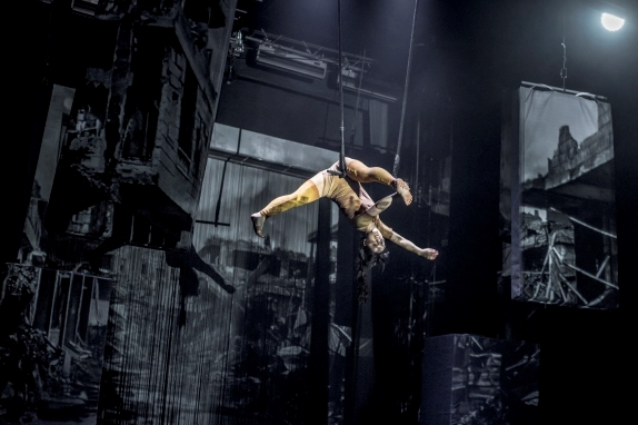 Circus with the warmth of a beating heart: Cirkus Cirkör in Limits