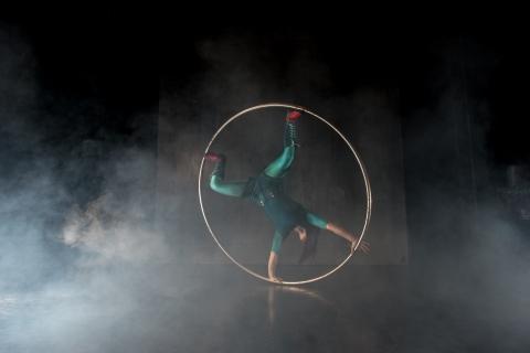 Sarah Lett in Circus Cirkör's LimitsPhoto Einar Kling Odencrants