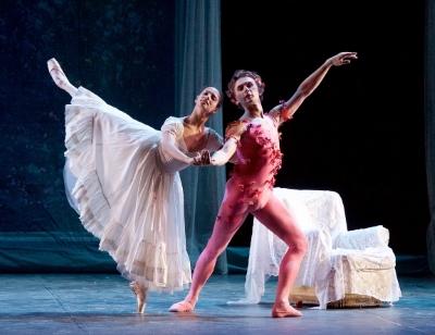 Francesca Hayward and Ivan Putrov in Le Spectre de la Rose in Men in MotionPhoto Elliott Franks