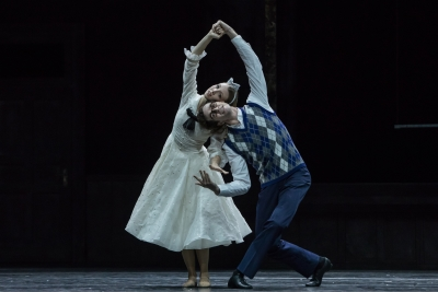 Michelle Willems (Marie) and William Moore (Prince) in Christian Spuck's Nutcracker and the Mouse KingPhoto Gregory Batardon