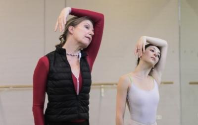 Rachel Beaujean rehearsing Hans van Manen's Live with Maia MakhateliPhoto Altin Kaftira 2