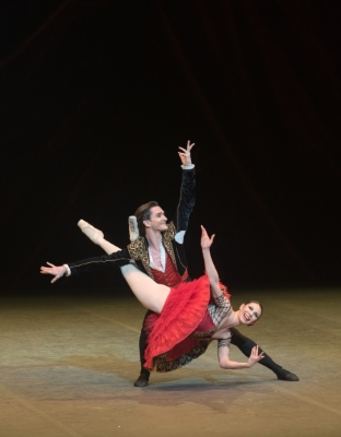 Maria Alexandrova and Vladislav Lantratov in the Don Quixote pas de deuxPhoto Marc Haegeman