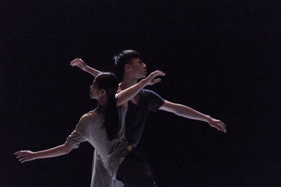 Distance by Lin Tse-an and Hsu Pei-jia (dancers here XXXX)Photo Chang Chia-hao