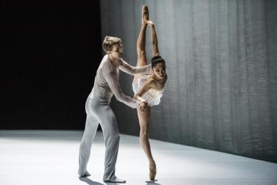 The Grey Area by David Dawson(dancers pictured: Calum Lowden and Madeline Woo)Photo Sören Vilks