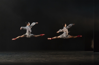 Momoko Hirata and Miki Mizutani in In The Upper Room by Twyla TharpPhoto Emma Kauldhar