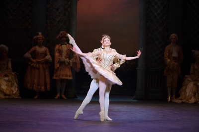 Alina Cojocaru as Princess Aurora and Joseph Caley as Prince DésiréPhoto Laurent Liotardo