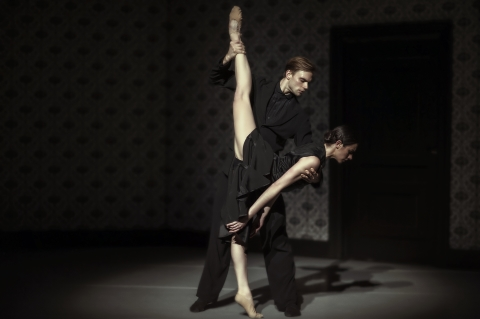 Defining contemporary dance today: Nederlands Dans Theater in London