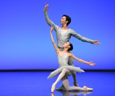 Aina Oki and Motomi Kiyota in George Balanchine's Sylvia pas de deuxPhoto Stuttgart Ballet