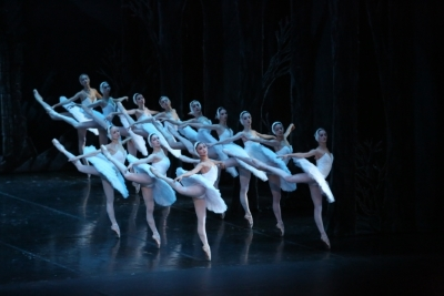 St Petersburg Ballet Theatre in Swan LakePhoto KT