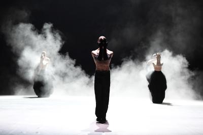 Matteo Miccini and ensemble in Almost Blueby Marco GoeckePhoto Stuttgart Ballet