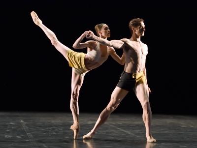Anna Osadcenko and Friedemann Vogel in Kazimir´s Colours by Mario BigonzettiPhoto Stuttgart Ballet