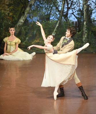 Elisa Badenes as Olga and David Moore as Lensky in OneginPhoto Stuttgart Ballet