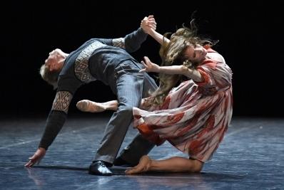 Miriam Kacerova and Marijn Rademaker in I Fratelli by Mauro BigonzettiPhoto Stuttgart Ballet