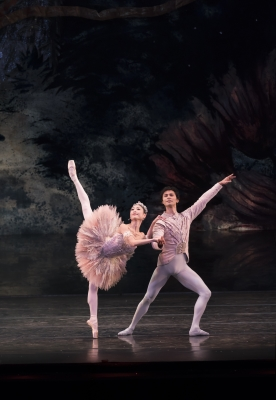 Momoko Hirata as the Sugar Plum Fairy and César Morales as The Prince in The NutcrackerPhoto Bill Cooper