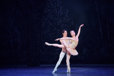 Rina Kanehara and Jeffrey Cirio in English National Ballet's NutcrackerPhoto Laurent Liotardo