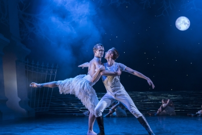 Matthew Ball as The Swan and Liam Mower as The Princein Matthew Bourne's Swan LakePhoto Johan Persson