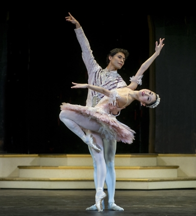 Momoko Hirata as the Sugar Plum Fairy and César Morales as the Princein Birmingham Royal Ballet's The Nutcracker at the Royal Albert HallPhoto Annabel Moeller