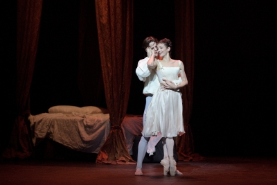 Joseph Caley as Des Grieux and Alina Cojocaru as Manon in ManonPhoto Laurent Liotardo