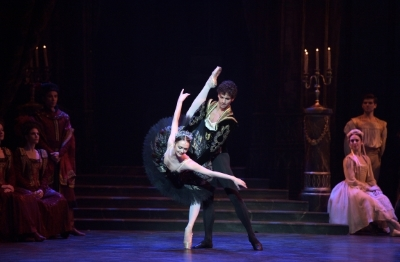 Jurgita Dronina and Isaac Hernández in Swan LakePhoto Laurent Liotardo