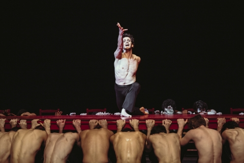 Wim Vanlessen bids farewell in Béjart's astonishing Boléro