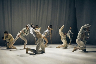 Ballet Vlaanderen in Sidi Larbi Cherkaoui's FallPhoto Filip Van Roe