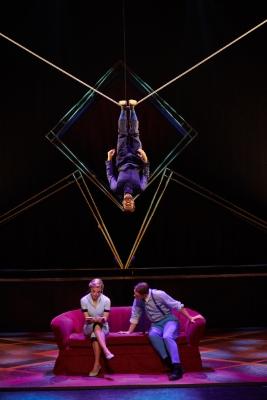 Cirque Eloize in HotelPhoto Pierre Manning