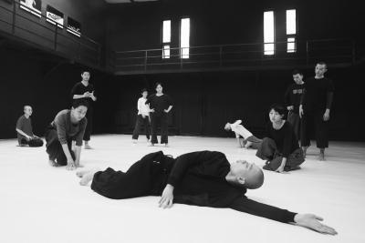 Tao Ye and TAO Dance Theater in rehearsalPhoto Duan Ni