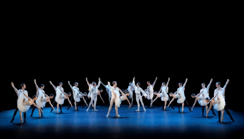 Haruka Sassa and Calum Lowden (centre) and The Royal Swedish Ballet in Suite en BlancPhoto Markus Gårder