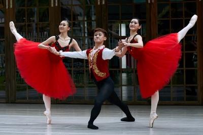 Liu Yu-chuan, Hung Cheng-wei and Wang Hsuan-hui in A New EraPhoto courtesy Taiwan Ballet Company