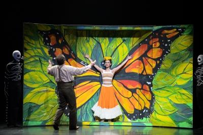 Katja Khaniukova and Irek Mukhamedov in Annabelle Lopez Ochoa's Broken Wings Photo Laurent Liotardo