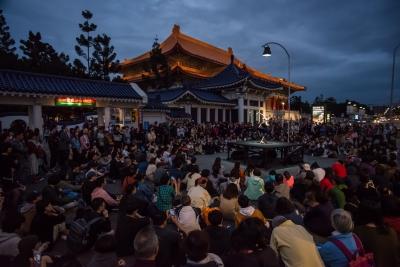 by Su Wei-chai, outside Chiang Kai-Shek Memorial Hall MRT StationPhoto Chen Chang-chih