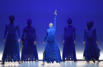 Angelina Zuccarini and Ensemblein Revolt by Nanine LinningPhoto Stuttgart Ballet