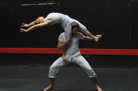 Gravity & Gibbon: Motionhouse and Gandini Juggling