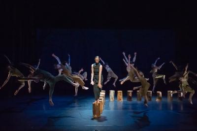 Ballet Central in Jasmin Vardimon's (in between)Photo ASH