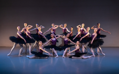 Elmhurst Ballet School Year 11 Girls in Gloria Grigolato's Réves de JeunessePhoto Andy Ross