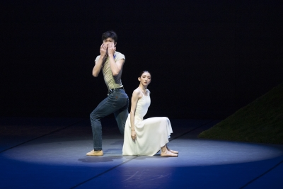 Sun Ruichen and Cao Shuci in The Lonely One in Autumn from John Neumeier's Song of the EarthPhoto Kiran West
