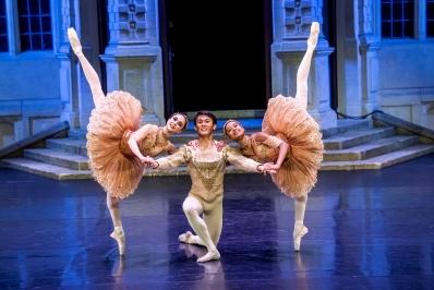 Brigid Walker, Daichi Ikarashi and Marianna Tsembenhoiin Paquita (at Opera Holland Park)Photo Tristram Kenton