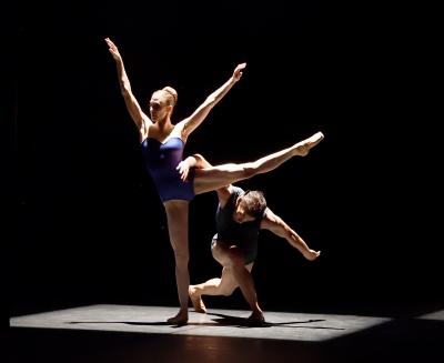 Alicia Amatriain and Jason Reilly in Hikarizatto by Itzik GaliliPhoto Stuttgart Ballet